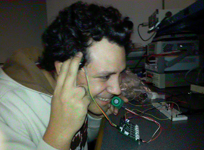 Test of the probes of our 8 channel EEG system. A 9th probe is used as a reference signal to extract the useful signal..